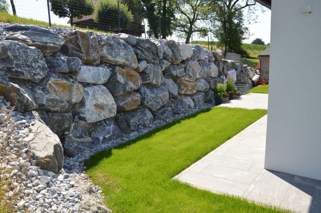 Steinschlichtung Außenanlage - Bauunternehmung Kiegerl