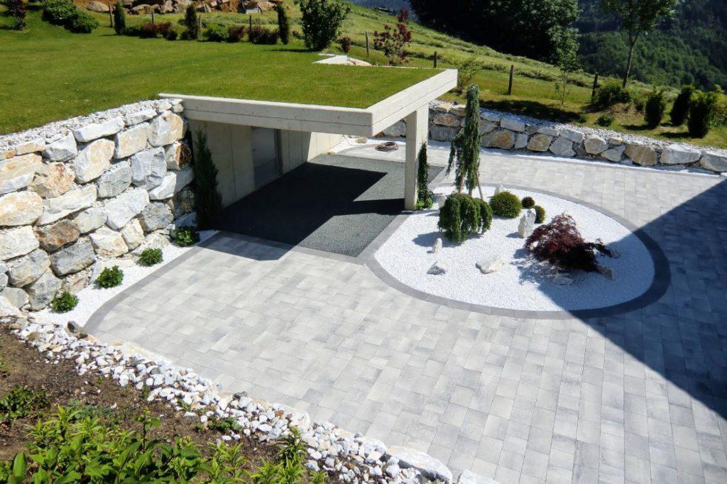 Moderne Innenhofgestaltung mit Steinschlichtung - Baufirma Kiegerl - Innenhof Außenanlage